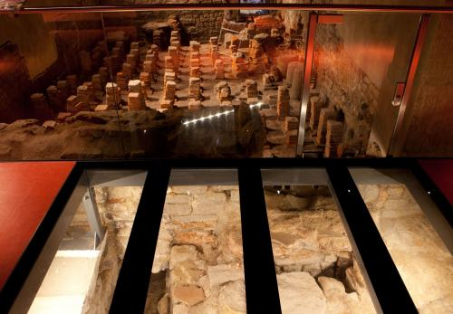 Image: Stokehole and hypocaust heating system in the West baths