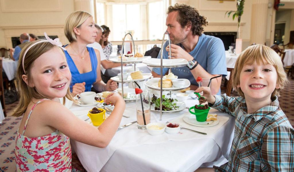 Image: Family enjoying afternoon tea at the Pump Room