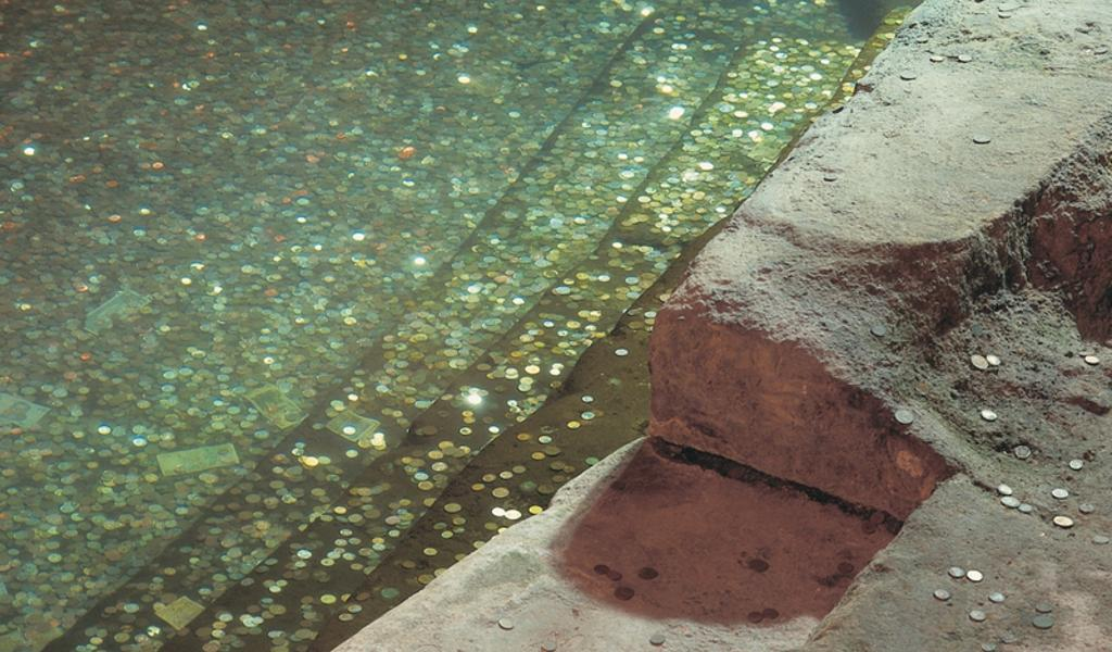 Image: The Circular Plunge Pool at the Roman Baths