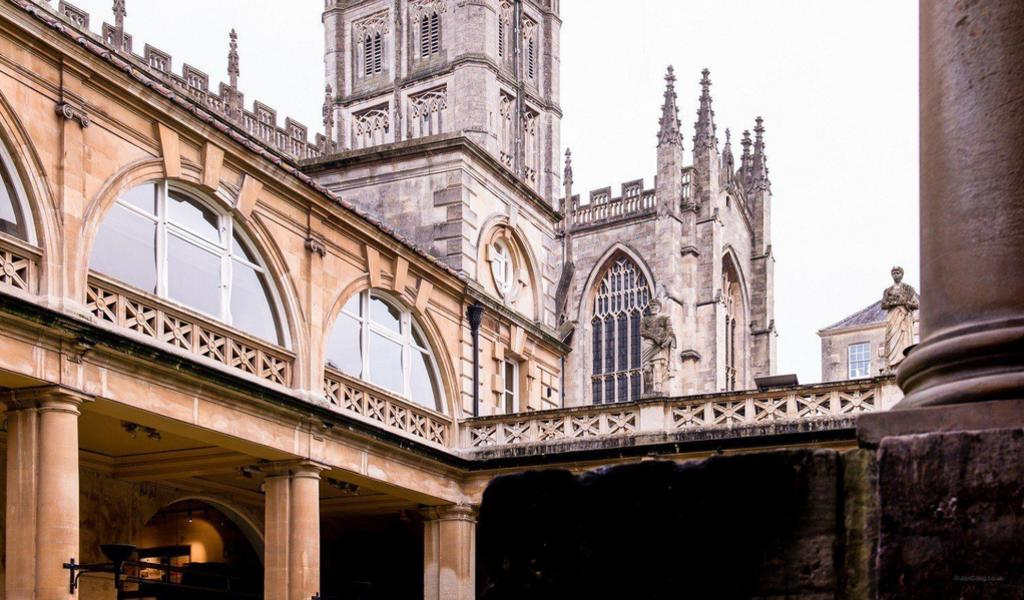 Image: Statues around the Great Bath