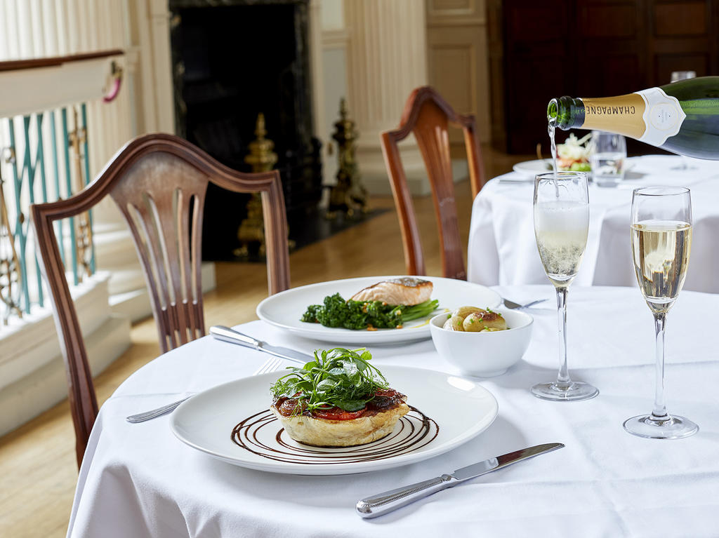 Image: Dining in the Pump Room