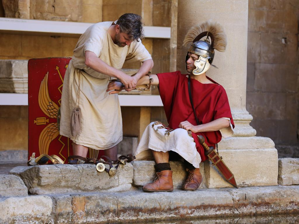 Image: A Roman soldier and his slave